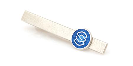 2b1ef88282f Firmaehtena kujundatud lipsunõel on väärtuslik ja kaunis kingitus, mis ei  ole mõeldud niivõrd oma brändi tutvustamiseks kui austusavalduseks  töötajatele ja ...