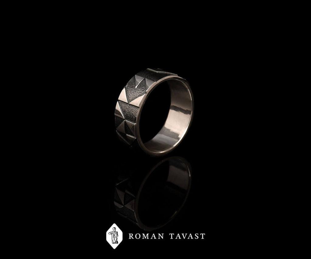 Выпускное кольцо IT